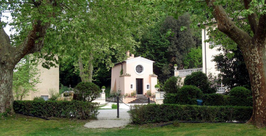 Passeggiate nell'esclusivo parco che conserva le rovine delle terme romane
