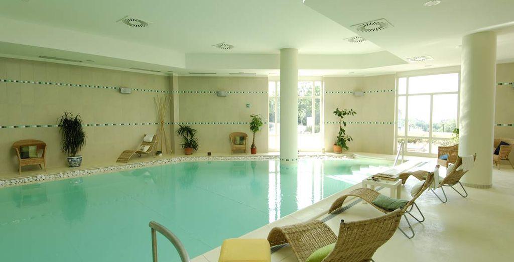 Hotel di alta gamma con piscina coperta e zona relax