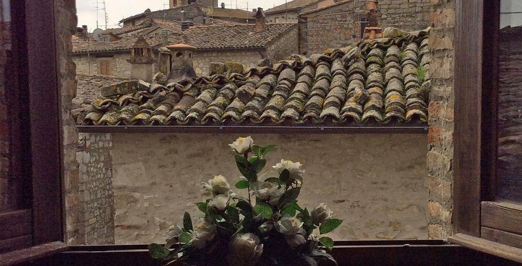 con splendide visuali sull'antico borgo