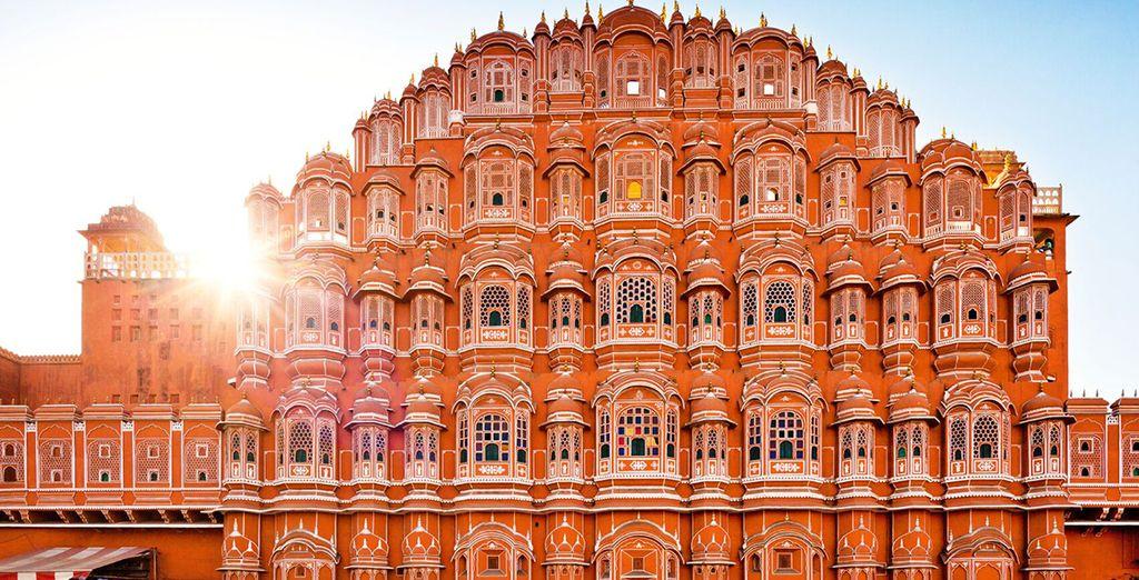 Dove avrete la possibilità di ammirare il Palazzo dei Venti o chiamato localmente palazzo Hawa Mahal