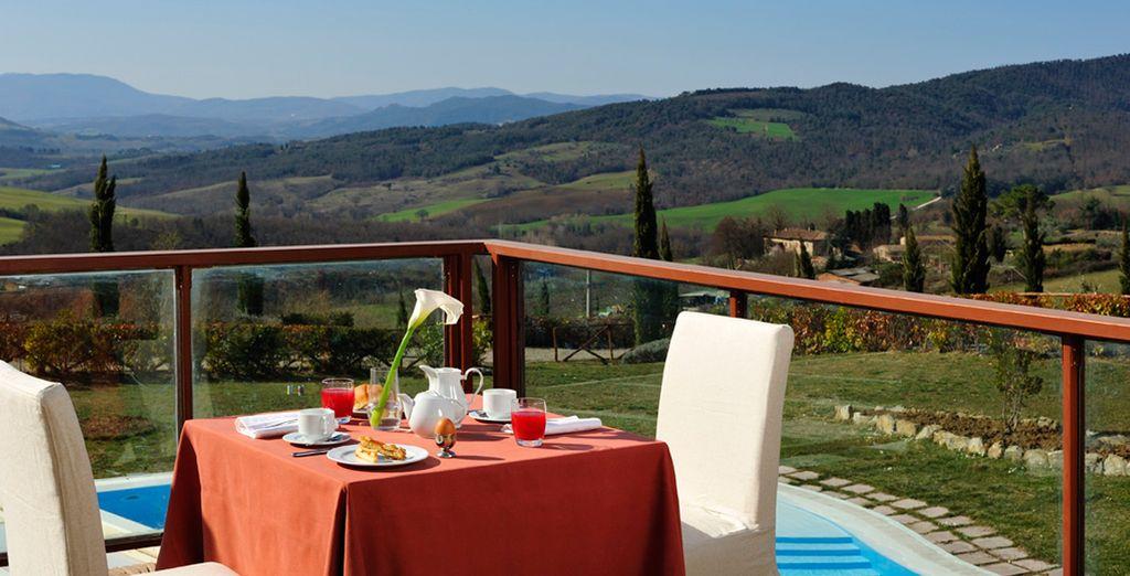 Ammirate la splendida vista mentre godete della vostra ricca colazione ogni mattina