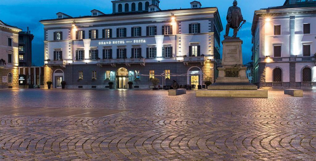 elegante struttura in pieno centro, nella piazza principale della città