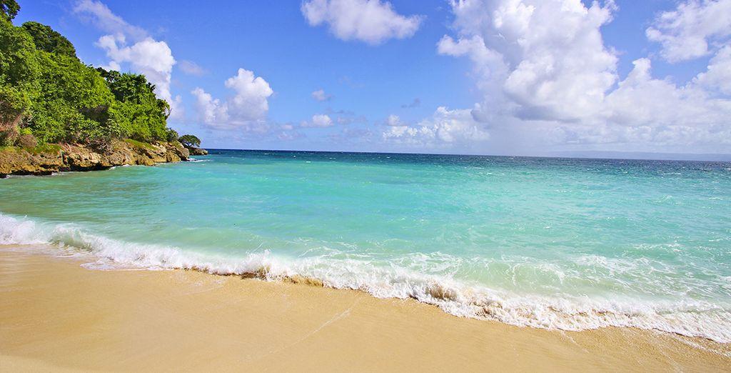 E distendetevi sulle spiagge dorate di questo paradiso terrestre.