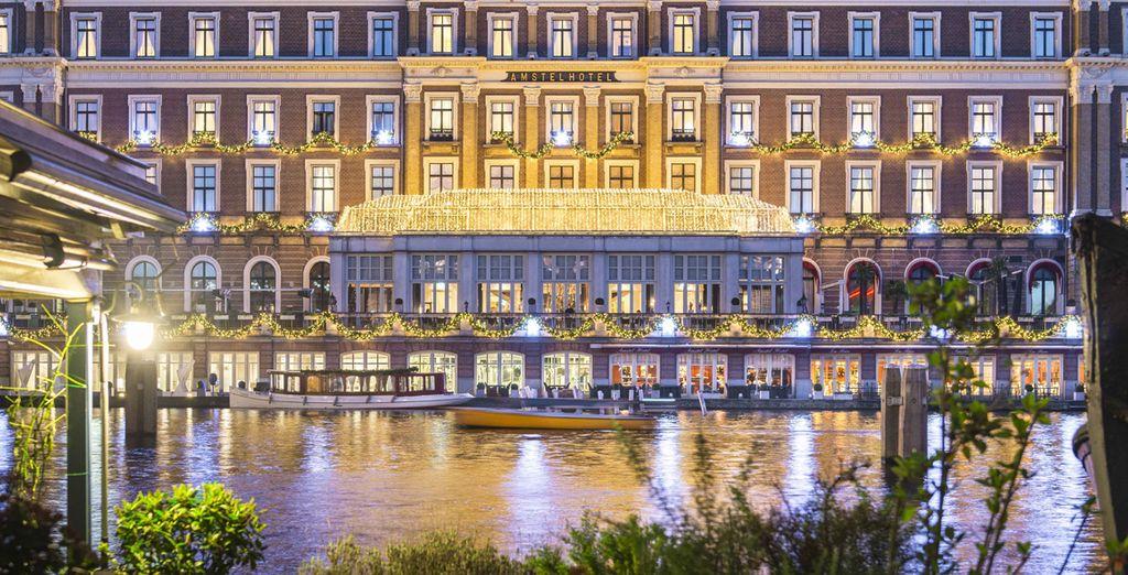 Benvenuti ad Amsterdam, in un meraviglioso hotel sul fiume Amstel