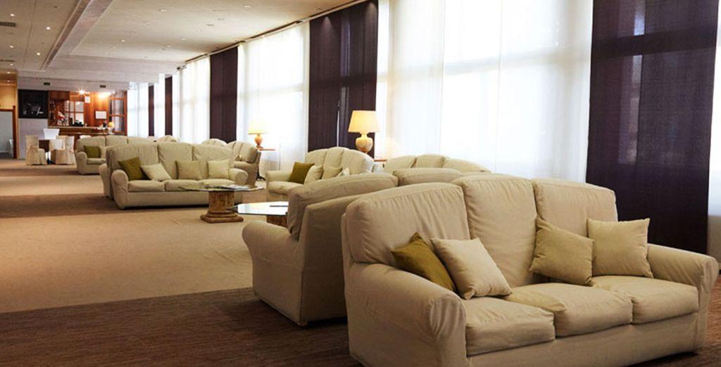 con interni moderni e curati, ampi spazi ideali per rilassarsi con gli amici