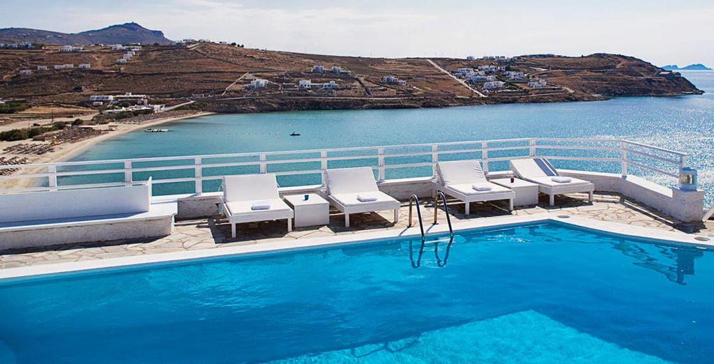 Rilassatevi a bordo piscina