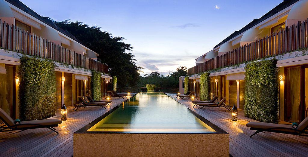 Vi attende il Kupu Kupu Jimbaran Hotel & Beach Club by L'OCCITANE, un 5* situato a pochi passi dalla spiaggia