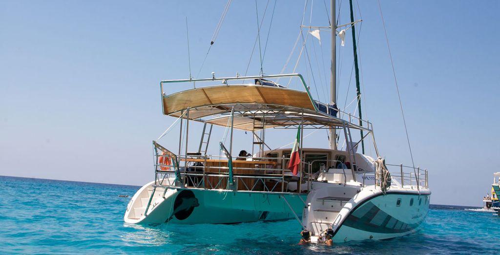 Partirete a bordo di un catamarano