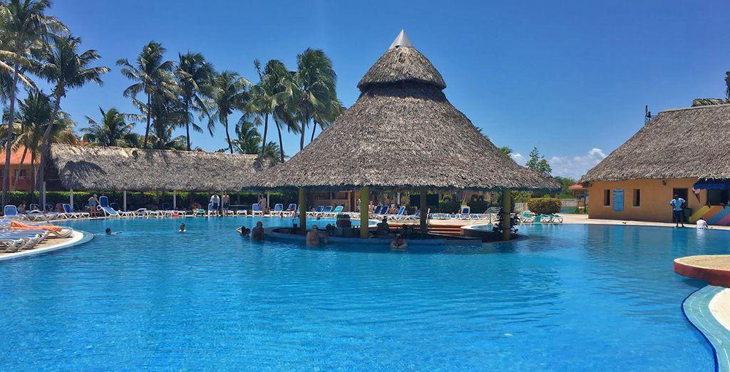 Concedetevi una pausa al bar piscina