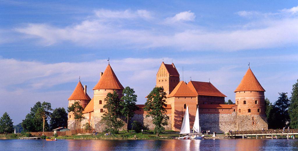 Contemplate Trakai, antica capitale del Granducato della Lituania