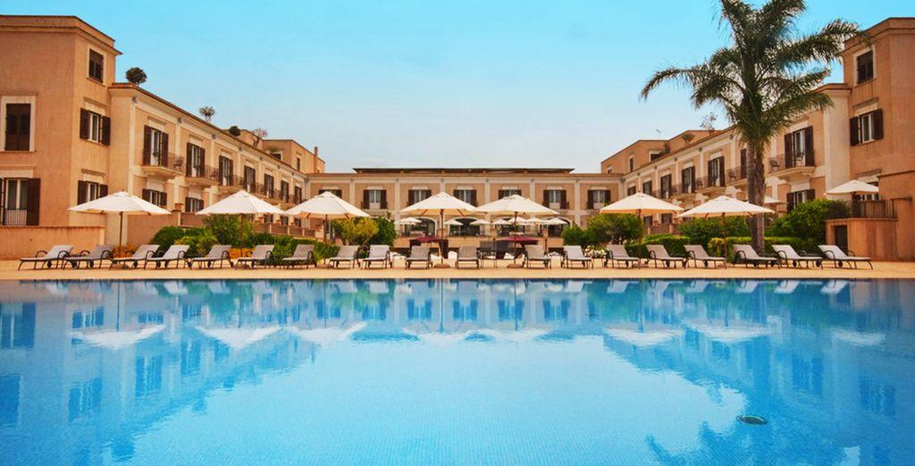 Benvenuti in un raffinato resort lussureggiante: il Giardino di Costanza Resort 5* è pronto ad accogliervi