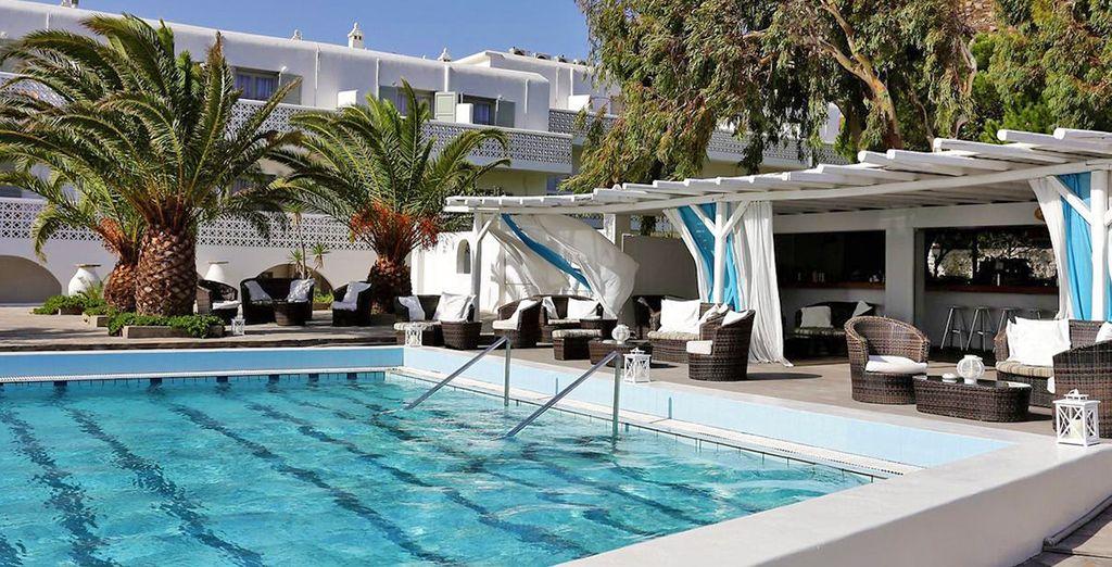 Nella splendida piscina dell'hotel