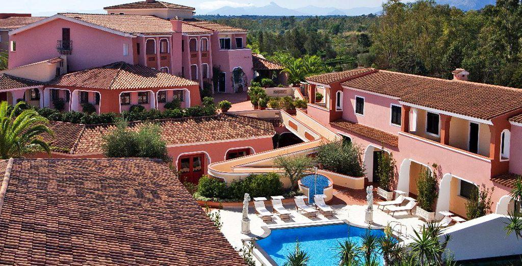 Qui ad attendervi c'è il vostro splendido hotel: il Cala Ginepro Resort 4*