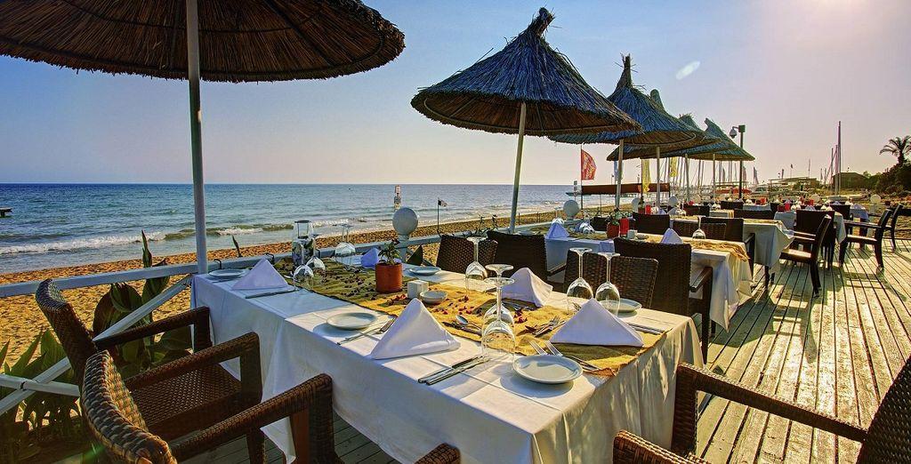 Grazie al trattamento All Inclusive, potrete gustare le tipiche pietanze Turche e piatti internazionali presso uno dei numerosi ristoranti della struttura
