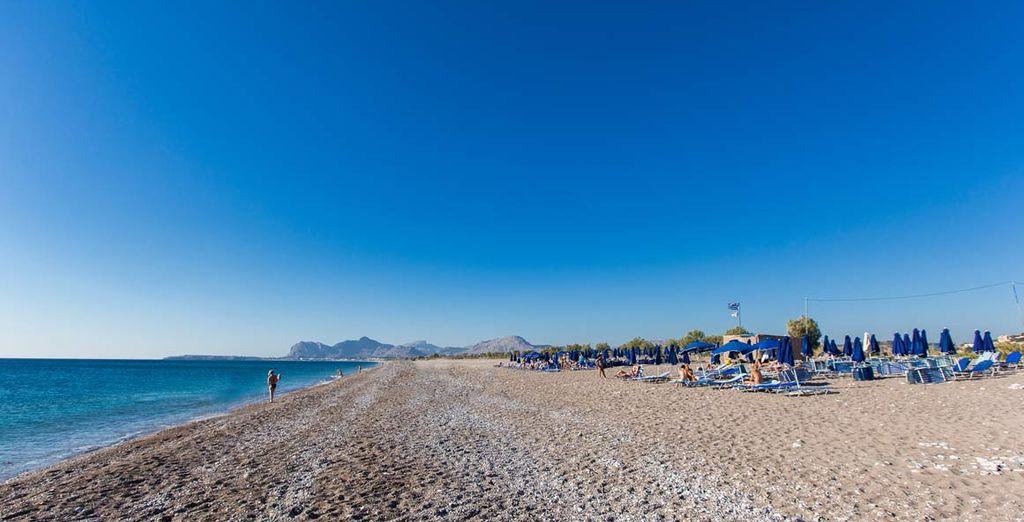 Passate del tempo sulle splendide spiagge di Rodi dal mare cristallino e lasciatevi alle spalle lo stress della vita quotidiana.