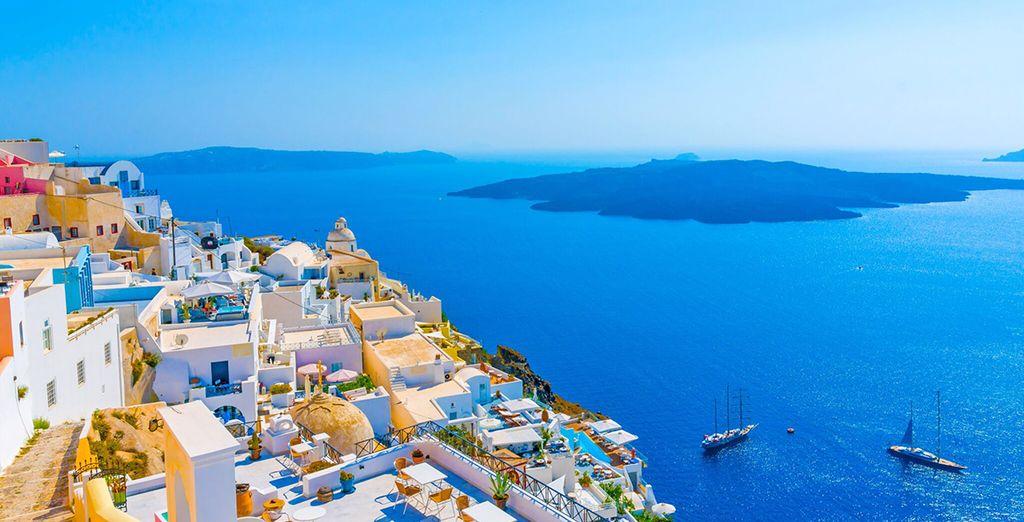 per i suoi colori che vanno dal blu del mare fino al bianco delle case