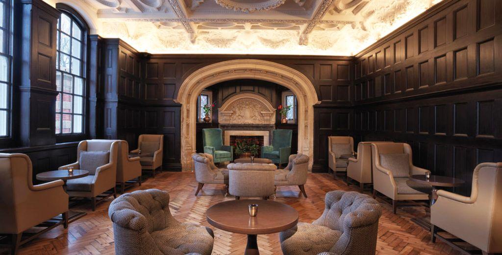 Nell'Headmaster's Room potrete sorseggiare un cognac tra mobili in legno e soffitti perlati