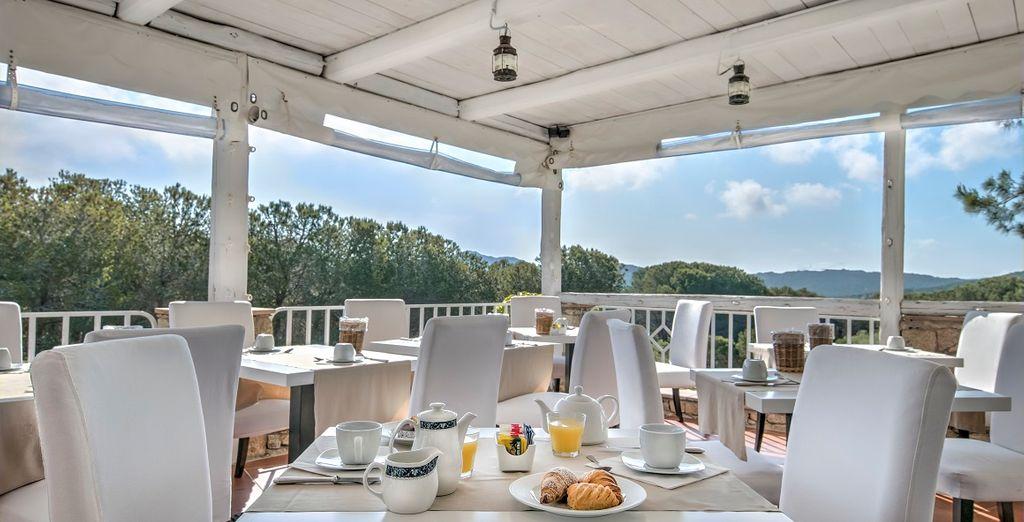 Potrete gustare una ricca colazione sulla terrazza dell'hotel