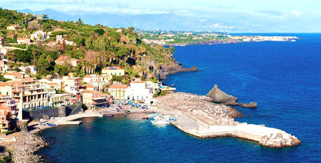 Partite con noi e godetevi la meravigliosa costa siciliana.