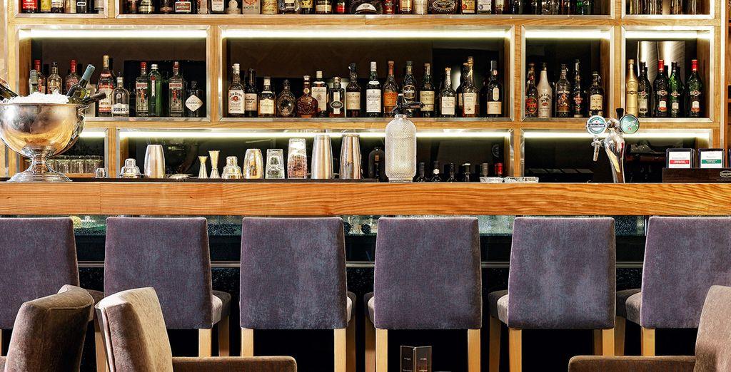 Qui potrete sorseggiare ricercati cocktail nell'elegante Kando Bar