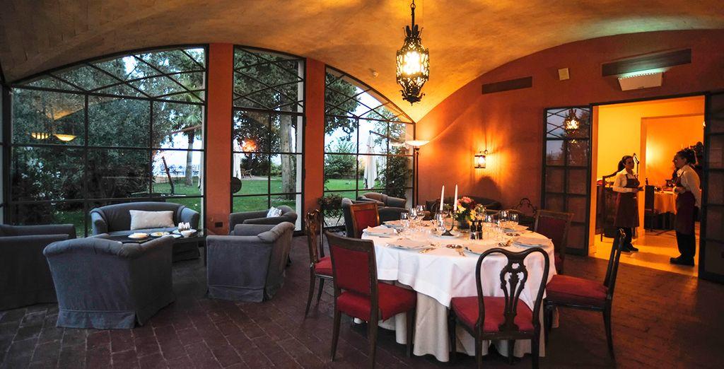 L'affascinante ristorante serve un'ottima cucina locale ...