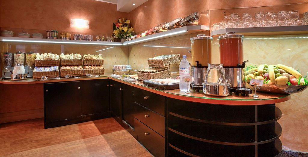 Una ricca colazione buffet vi attende ogni mattina