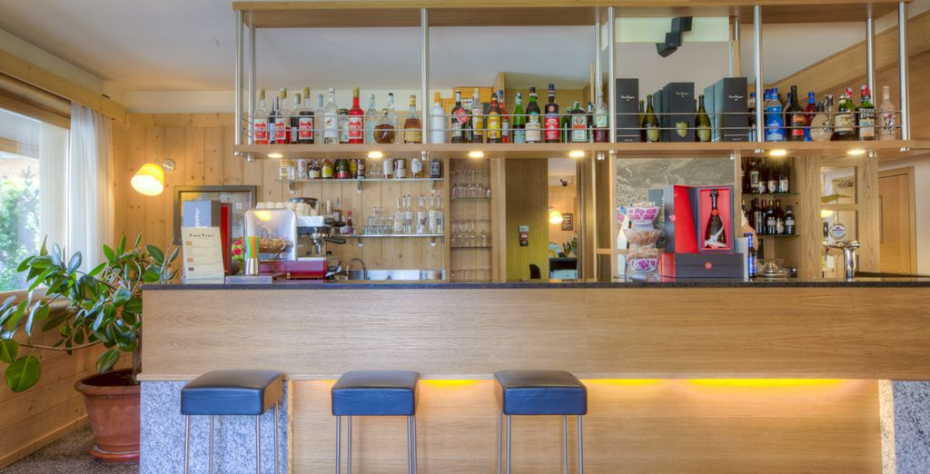 Concedetevi un drink al bar dell'hotel