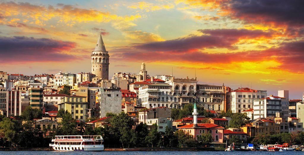 Partite alla scoperta di una città meravigliosa, un ponte culturale tra due mondi diametralmente opposti: l'Europa e l'Asia.