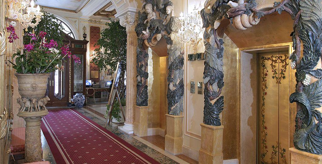 Gli interni raffinati mantengono viva la storia dell'hotel