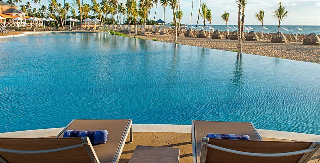 dalla piscina si gode di una splendida vista