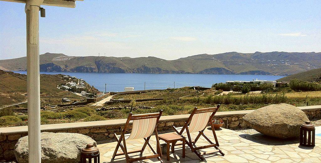 Uno splendido hotel situato proprio sulla baia di Panormos
