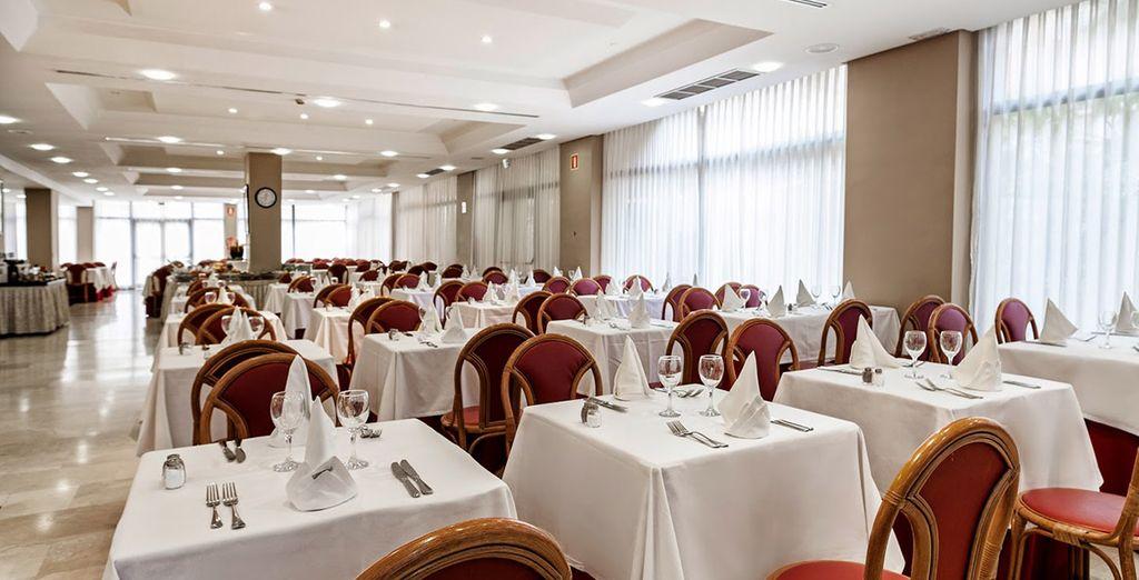 Grazie al trattamento All Inclusive potrete sperimentare la cucina dell'hotel in diversi ristoranti