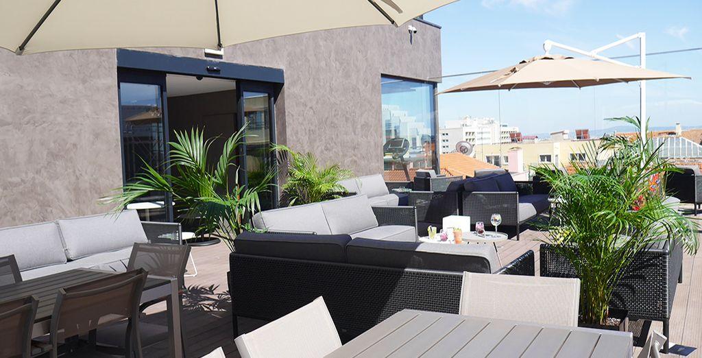 Mentre la terrazza sarà il luogo ideale dove rilassarsi sorseggiando un drink