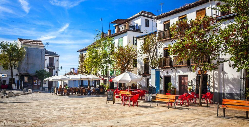 Granada vi accoglie con il calore tipico andaluso