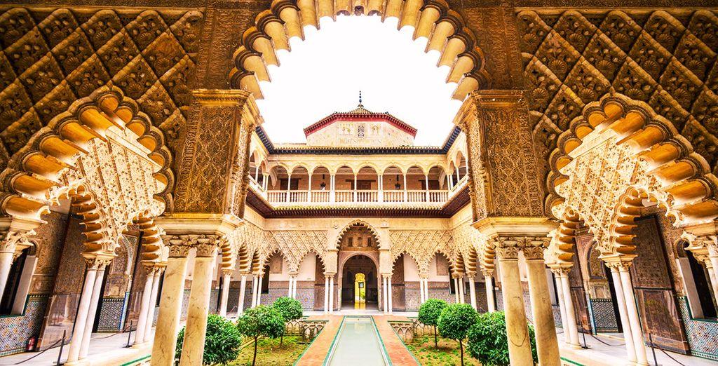 Visiterete l'Alcázar di Siviglia, uno dei palazzi più antichi al mondo, antica residenza dei sultani