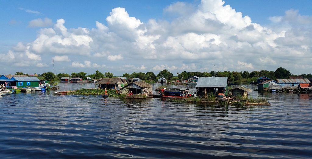 Visiterete poi villaggi galleggianti che vi lasceranno a bocca aperta
