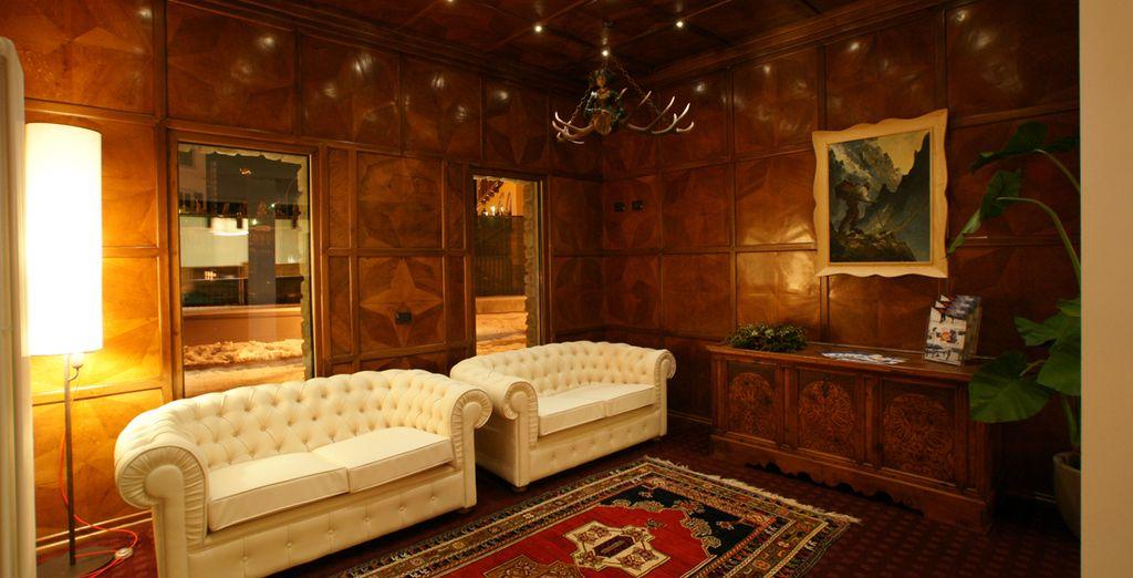 Una struttura dagli interni eleganti che non rinunciano ad un richiamo alla tradizione
