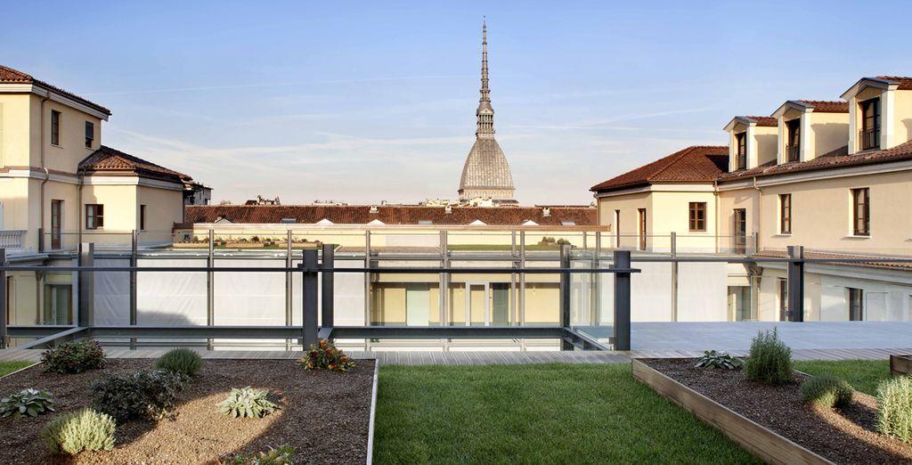 Ammirate la splendida vista della città dalla terrazza sul tetto