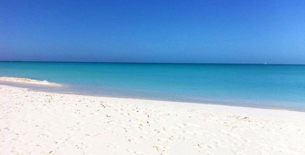 Godetevi la splendida spiaggia di sabbia bianca