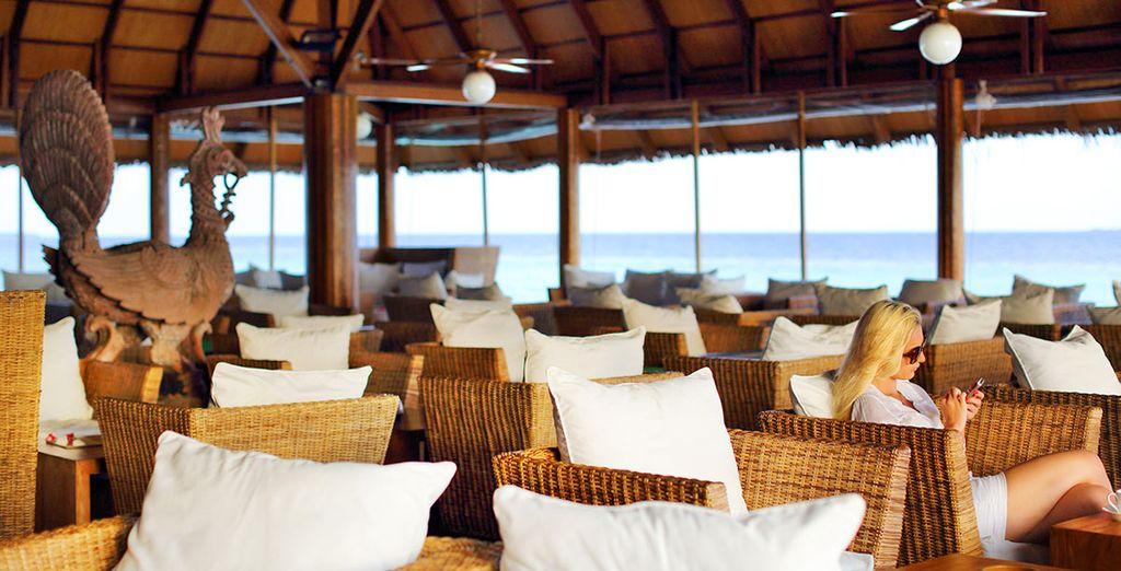 Gli ambienti del resort sono arredati con uno stile elegante e moderno