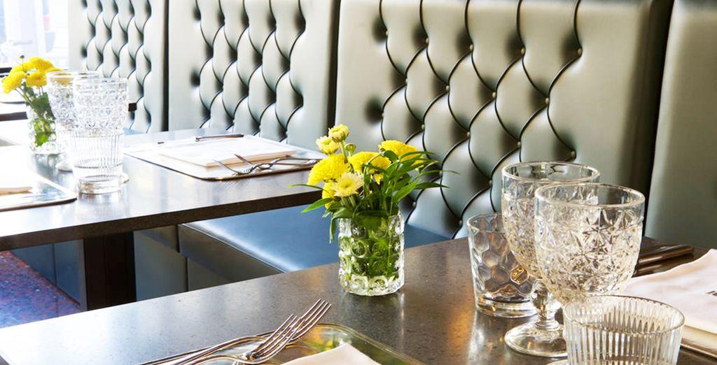 un ristorante accogliente e informale, punto di ritrovo mondano e internazionale
