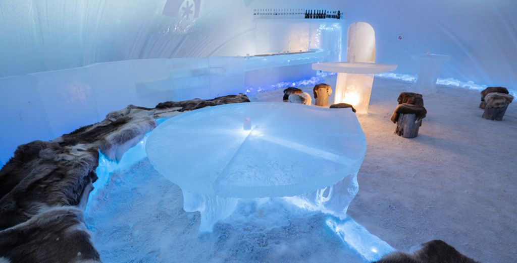 Godetevi un drink all'ice bar