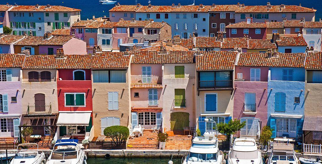 Visitate Grimaud, con le sue case colorate e mare cristallino
