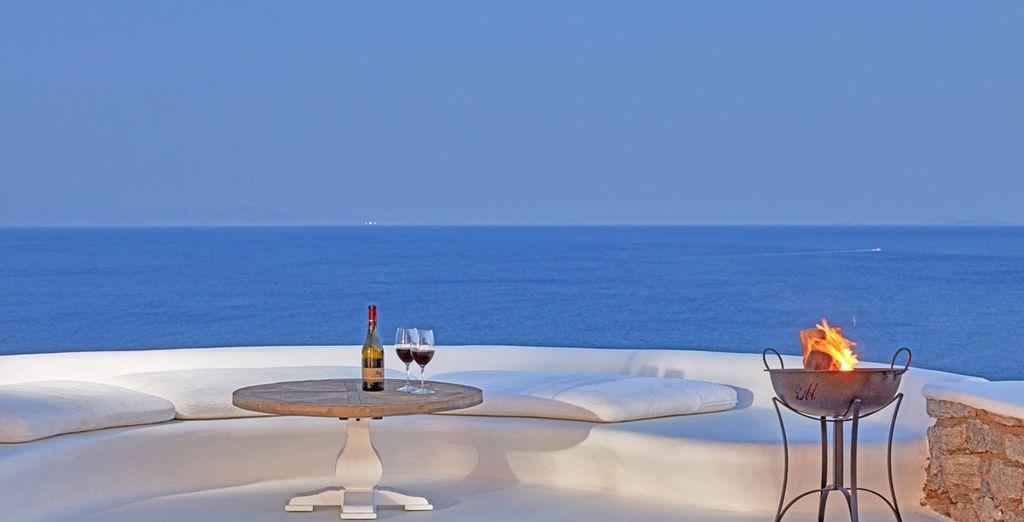 L'Egeo e i suoi colori saranno la cornice ideale