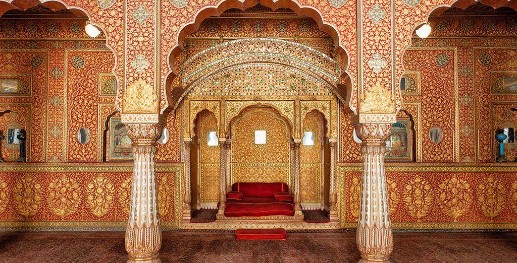 Partenza per Bikane con la visita al Forte Junagarh, uno dei migliori esempi architettonici indiani tra fortezza militare e sontuosa reggia
