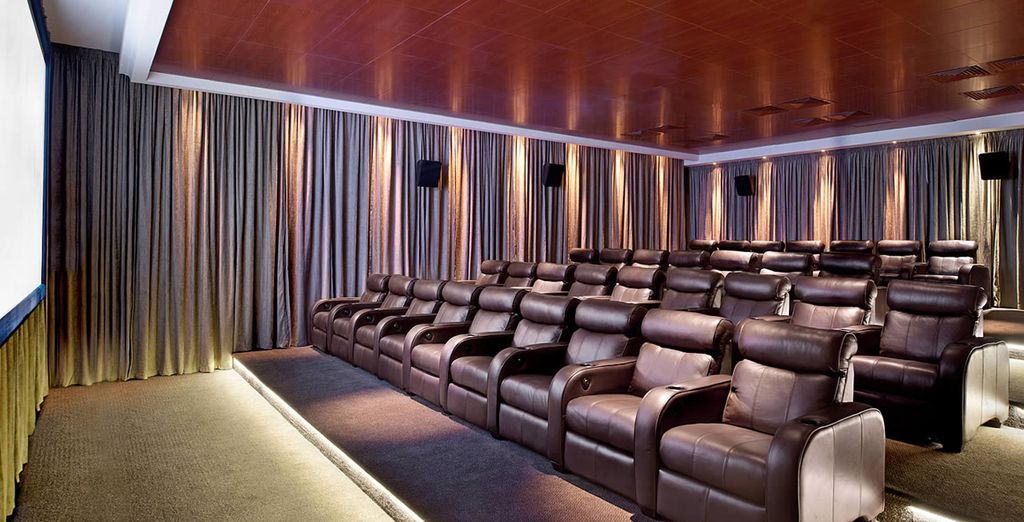 Un cinema con confortevoli poltrone