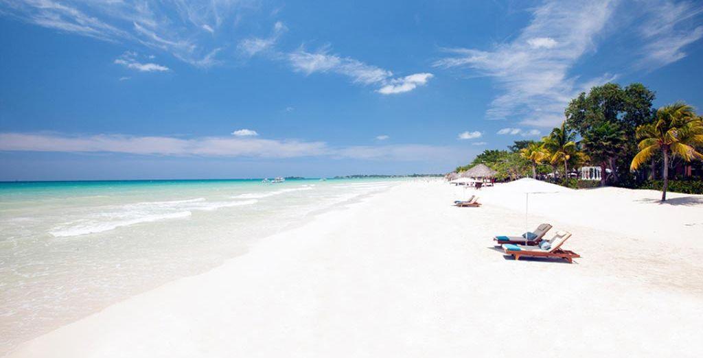 La meravigliosa spiaggia bianca di Negril vi attende.
