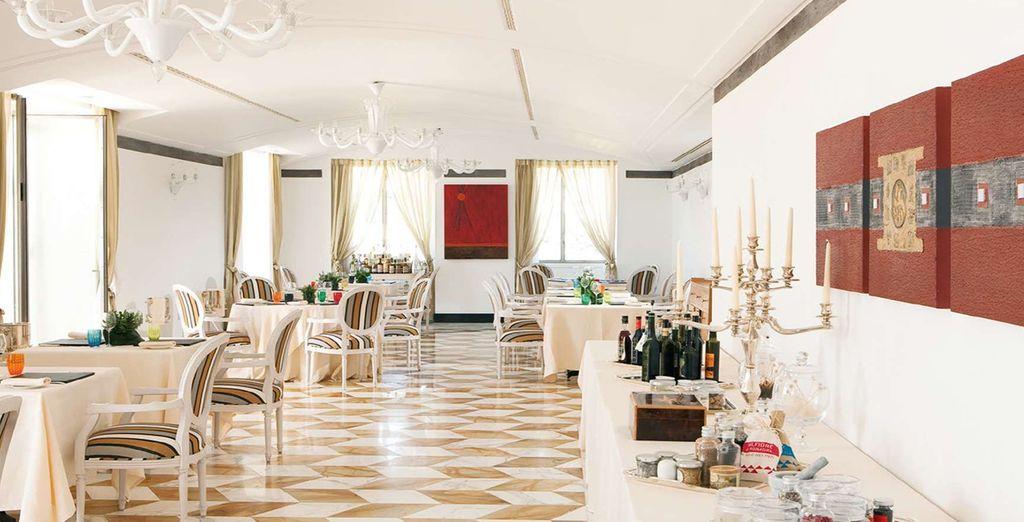 Nel ristorante dell'Hotel vi attendono ambienti raffinati e piatti deliziosi