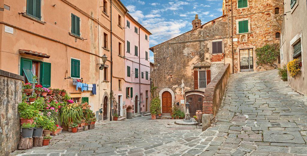 Fotografia di un bellissimo borgo toscano in Italia: Castagneto Carducci