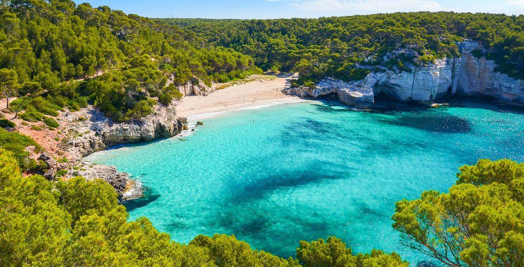 Paesaggio delle Baleari e le sue coste rocciose / spiagge paradisiache